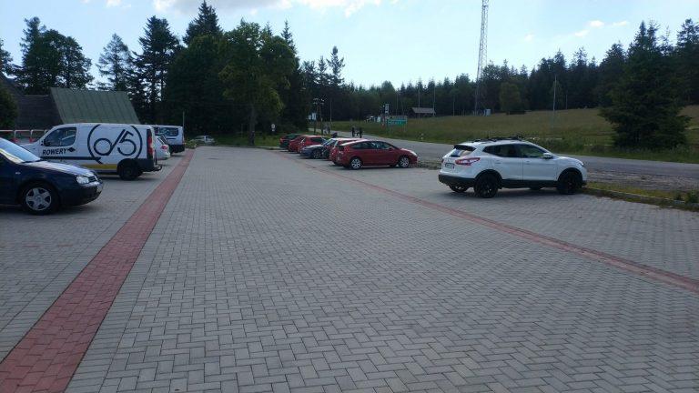 Parking Spalona z punktem serwisowym i stacją ładowania