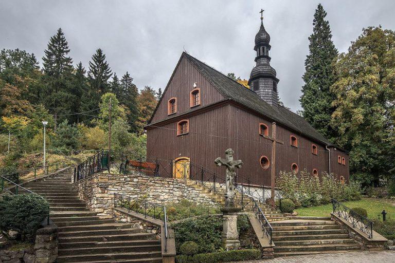 Kostelík sv. Josefa, dřevěné penzionové stavení Skałki z 19. století, ul. Wojska Polskiego, Międzygórze